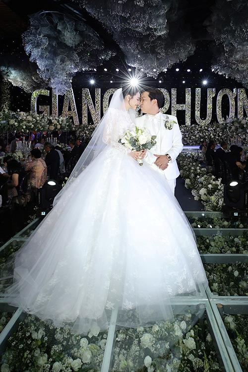 Những bí mật sau 5 chiếc váy cưới của Nhã Phương ít ai biết