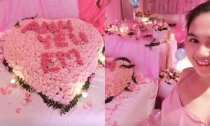 Ngọc Trinh bật khóc trước món quà sinh nhật 'hồng toàn tập' của bạn trai