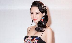 Angela Phương Trinh diện váy tầng xếp cầu kỳ khoe ngực đầy