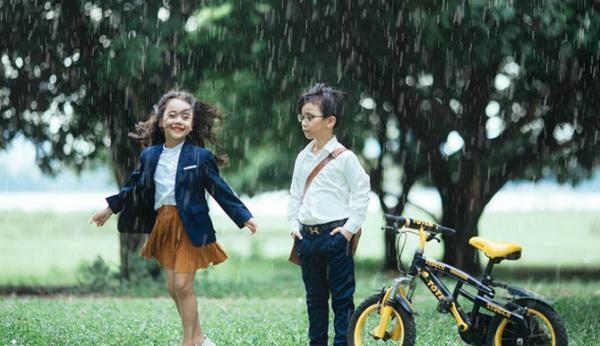 Tình yêu thời học trò ngọt ngào, cũng dữ dội như những cơn mưa.Ảnh: Đỗ Xuân Bút.
