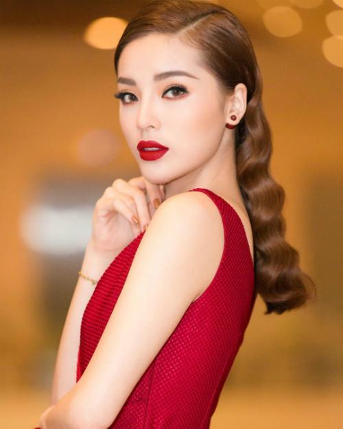 6 mỹ nhân Việt có đôi môi căng mọng quyến rũ nhất - 5