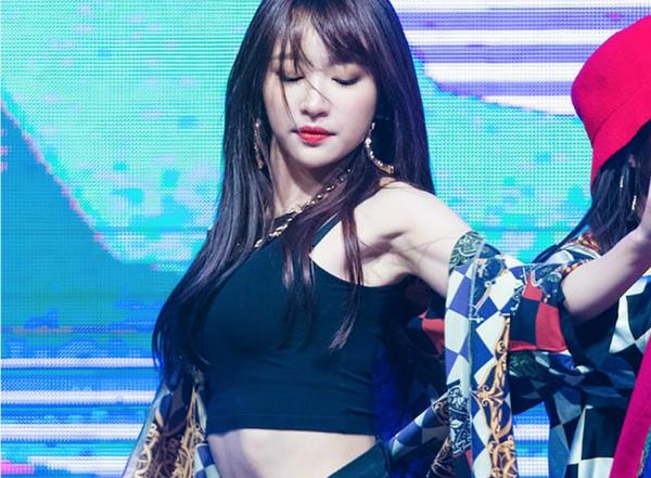 10 idol tắc kè hoa của Kpop: vừa sexy vừa đáng yêu ngọt ngào - 7
