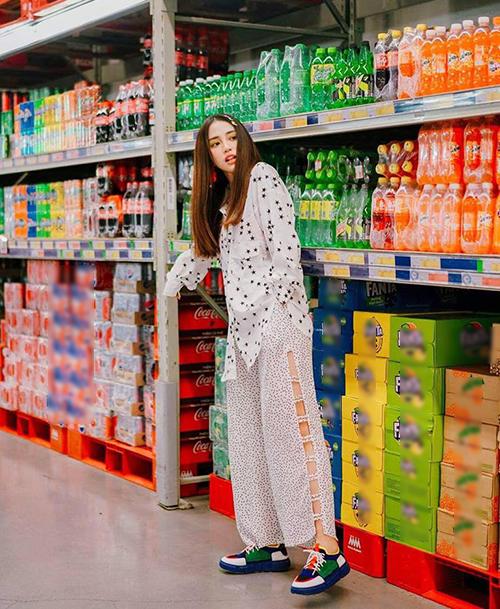 Chỉ cần chụp hình trong siêu thị Thiên Nga cũng đã có bức ảnh chất lừ.