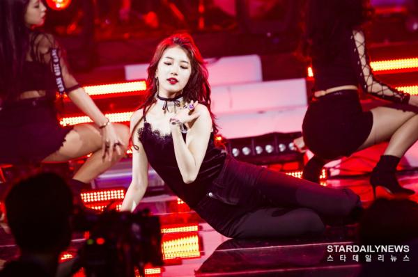 10 idol tắc kè hoa của Kpop: vừa sexy vừa đáng yêu ngọt ngào - 9