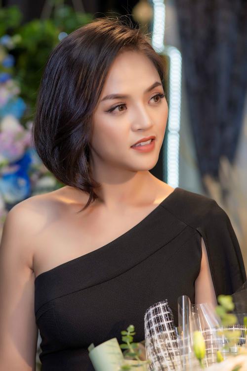 Thu Quỳnh là bà mẹ đơn thân xinh đẹp, quyến rũ ở tuổi 30.