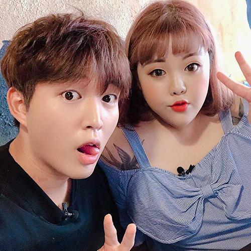 Tối qua, cô cùng Woosi - một Youtuber người Hàn khá nổi tiếng tại Việt Nam đã thưởng thức các món Hàn tại một quán ăn trên đường Lý Tự Trọng quận 1.