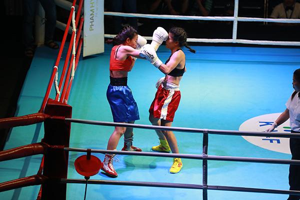 Nhữn nữ võ sĩ boxing mạnh mẽ khiến võ đài Việt nóng hừng hực