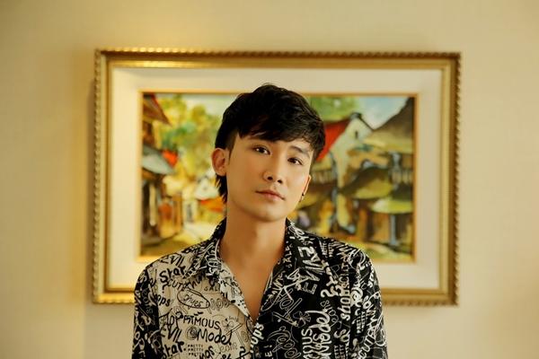 Chí Thiện đã chờ đợi 3 năm mới được hát ca khúc này của nhạc sĩ Nhất Trung. Anh cho biết đây không chỉ là bài hát, còn là những kỷ niệm với người quản lý - nhạc sĩ - nhà sản xuất phim giàu tình cảm.