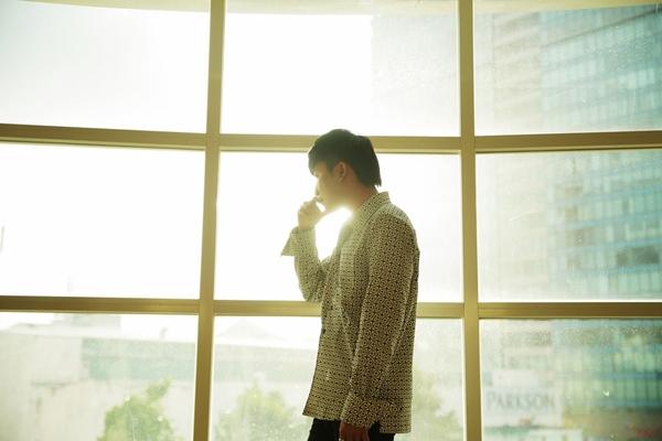 Chất giọng được nhận xét sinh ra để hát ballad, Chí Thiện đã mang đến cho khán giả những cảm xúc tuy quen thuộc nhưng lại vô cùng mới mẻ về tình yêu.