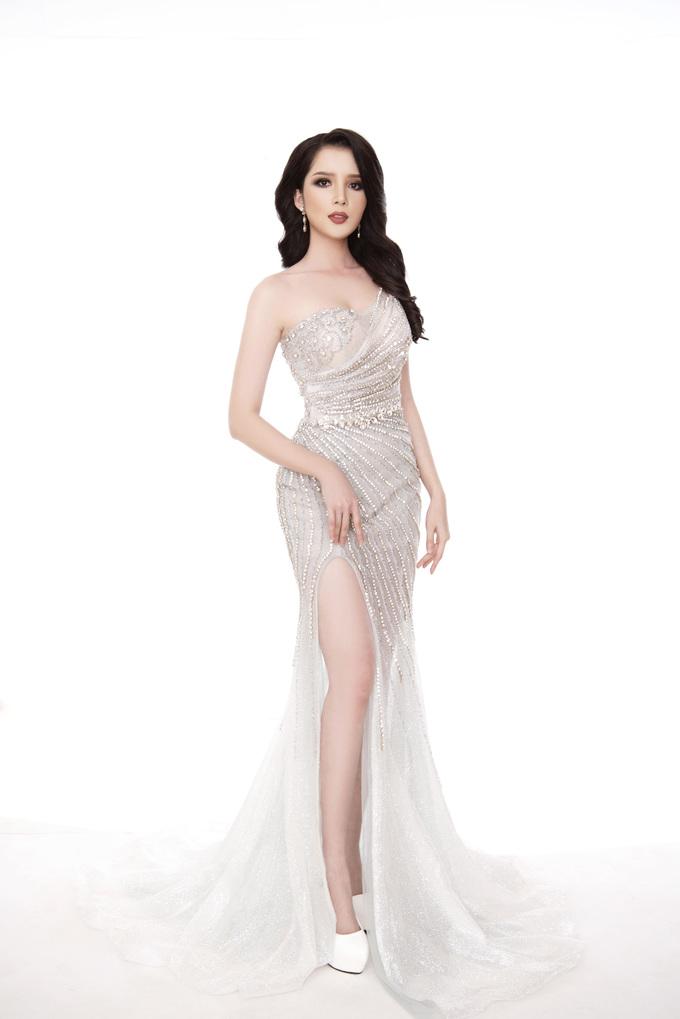 <p> Suốt quá trình tham gia Miss Asia Pacific International, Huỳnh Thúy Vi ngày càng chứng tỏ được bản lĩnh. Ngoài những phần thi bắt buộc, cô năng nổ trong các hoạt động, giao lưu với các đại diện của nước bạn. Trong phần thi trang phục truyền thống, đại diện Việt Nam giành được danh hiệu Á quân 1.</p>