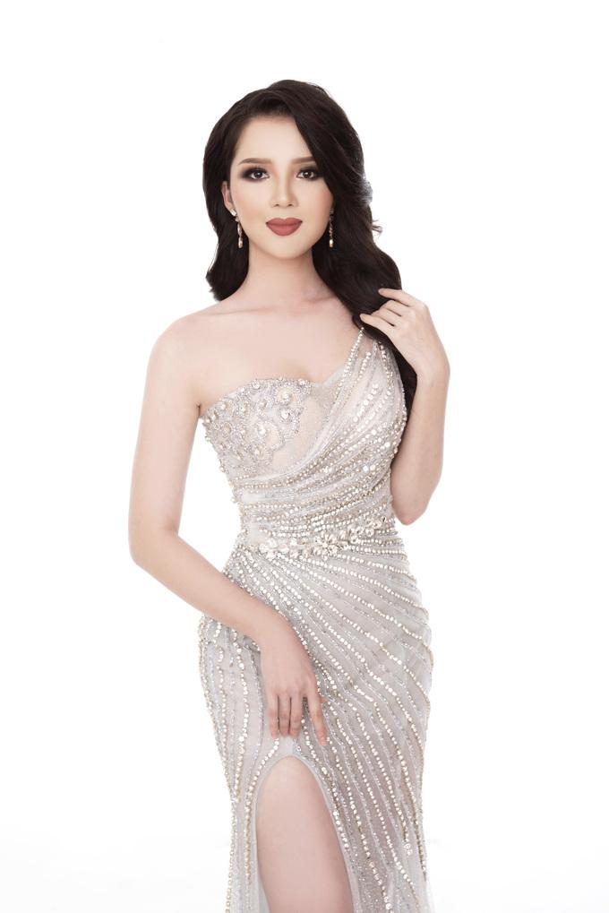 <p> Thúy Vi sinh năm 1993, cao 1,65m, nặng 49kg, số đo ba vòng 84-60-89 cm. Cô từng giành danh hiệu Hoa khôi Cần Thơ và vào top 40 Hoa hậu Việt Nam 2016.</p>
