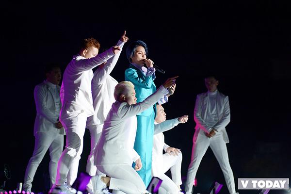 Lần đầu tiên tham gia nhạc hội, Vũ Cát Tường khiến khán giả có mặt tại sân vận động đi từ ngạc nhiên đến thích thú khi cất lên giọng hát đầy nội lực. Tài nắng của ca sĩ có dịp trưng trổ trong bài hát đầy kỹ thuật - IF. Và không chỉ hát bằng tiếng Việt, Vũ Cát Tường còn gây ấn tượng mạnh mẽ khi hát bằng cả tiếng Hàn và tiếng Anh.