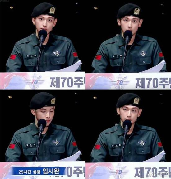 Nam diễn viên, idol phát biểu ở nhiều sự kiện lớn, ngoại hình chỉnh chu chuẩn phong cách quân đội. Si Wan chứng minh rằng vào quân đội vẫn giữ được nhan sắc.