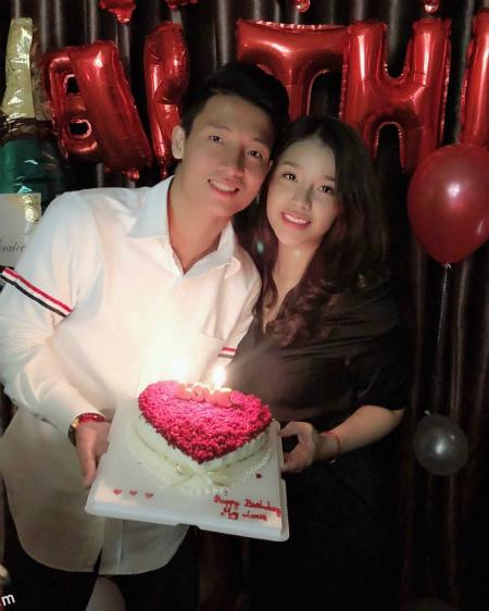 Trung vệ Bùi Tiến Dũng công khai chia sẻ bạn gái trên trang cá nhân hôm sinh nhật tuổi 24.