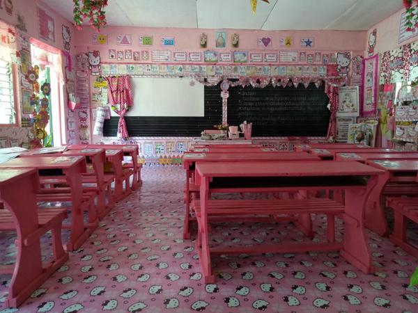 Lớp học được trang trí theo chủ đề Hello Kitty.