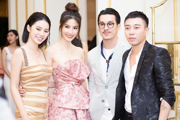 Xuất hiện cùng cô còn có NTK Đỗ Mạnh Cường, Hoa hậu Jolie Nguyễn, Nhiếp ảnh gia Thiên Minh, Stylist Hoàng Ku...