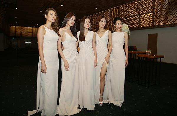Dàn phù dâu gồm những học trò của Lan Khuê ăn mặc đồng điệu