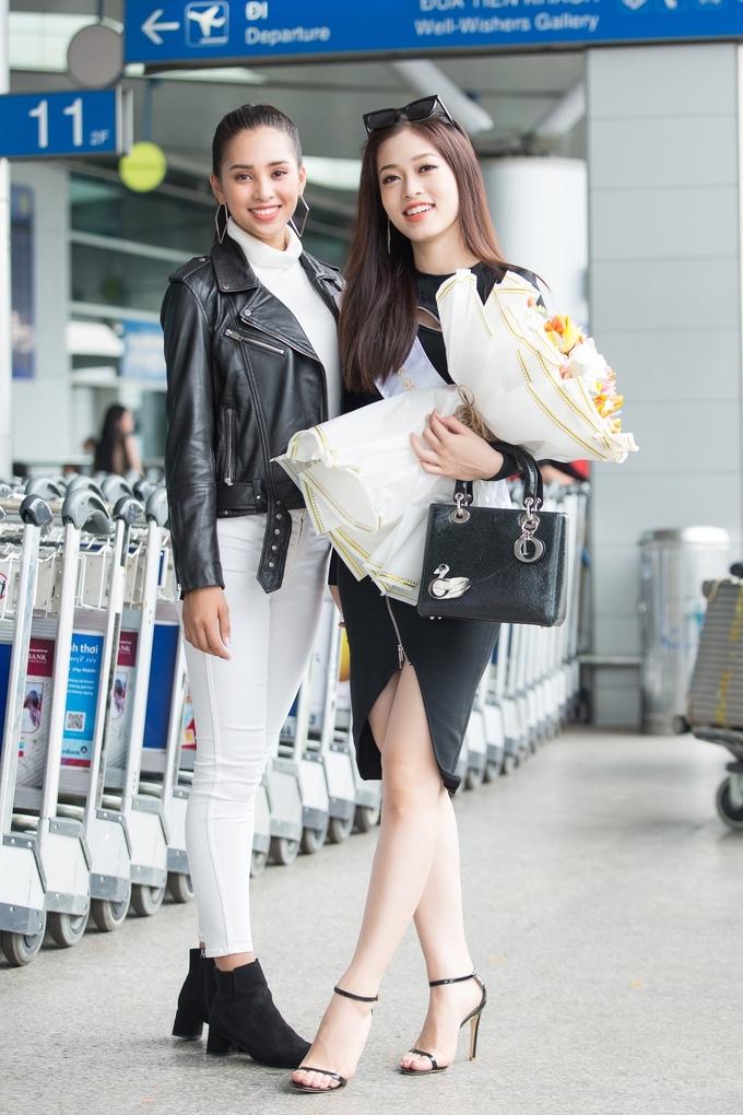 <p> Tiểu Vy xinh đẹp, rạng ngời đọ sắc vóc với Phương Nga. Cả hai trở nên thân thiết từ sau khi đăng quang các ngôi vị cao nhất của Hoa hậu Việt Nam 2018.</p>