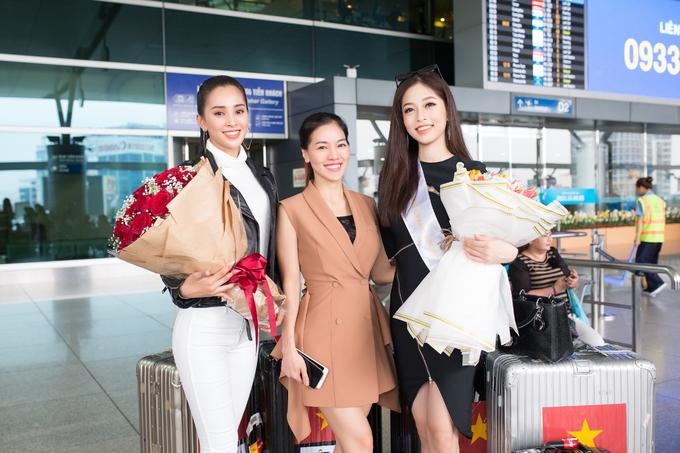 <p> Bà Phạm Kim Dung - Chủ tịch HĐQT công ty Sen Vàng Entertaiment, đơn vị nắm bản quyền cuộc thi tại Việt Nam tặng hoa cho Phương Nga như lời chúc may mắn.</p>