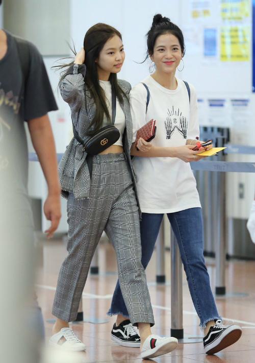 Thời trang sân bay đẳng cấp khiến Jennie luôn được ví con gái nhà tài phiệt - page 2 - 2