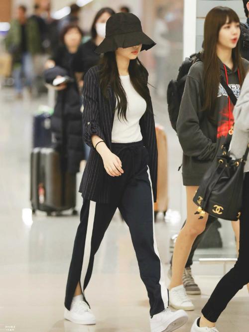 Thời trang sân bay đẳng cấp khiến Jennie luôn được ví con gái nhà tài phiệt - page 2 - 1