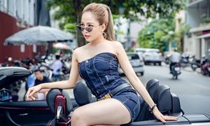 Hot girl Trâm Anh lái xe mui trần, diện đồ sexy dạo phố