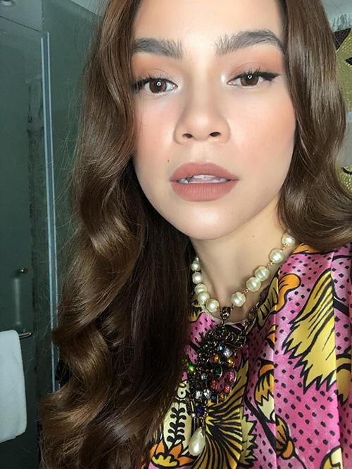 Hồ Ngọc Hà make up
