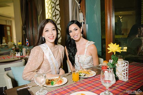 Phương Nga tự tin nói tiếng Anh, đọ sắc vóc ở Miss Grand International 2018 - 7