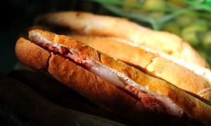 Bánh mì cay Hải Phòng: Cay nồng, giòn thơm thỏa cơn đói