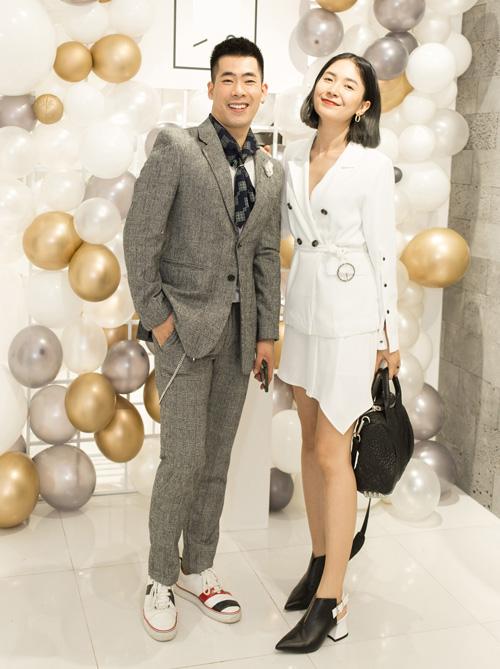 Chủ nhân buổi tiệc - stylist Travis Nguyễn - cùng stylist Xì Trum.