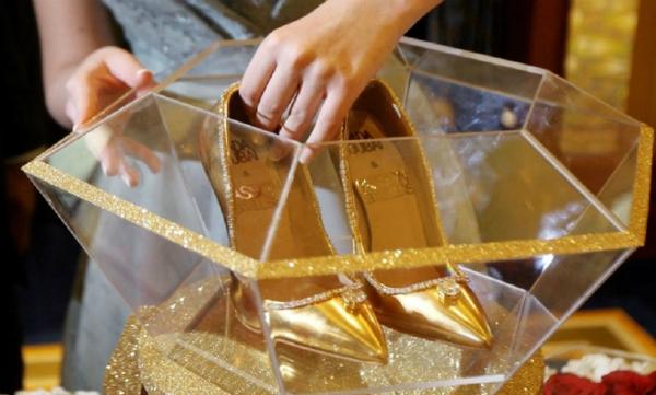Đôi giày cao gót đắt nhất thế giới trông thế nào mà chưa ai mua nổi? - 1