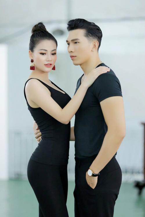 Ngọc Tình đưa Phương Khánh sang Philipines tập luyện trước thềm Hoa hậu Trái đất diễn ra.