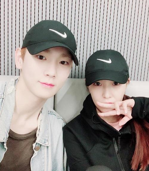 BoA và Key (SHINee) đội mũ đôi chụp hình, ngày càng thân thiết.