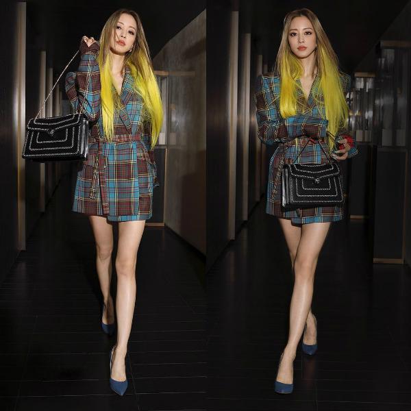 Mới đây, chủ đề Han Ye Seul - Barbie sống với body tuyệt đẹp đang thu hút sự quan tâm của netizen Hàn Quốc. Đông đảo fan khen ngợi vẻ đẹp lộng lẫy, body hoàn hảo cùng mái tóc vàng chói lọi trong bức ảnh mà Han Ye Seul đăng trên Instagram ngày 8/10.