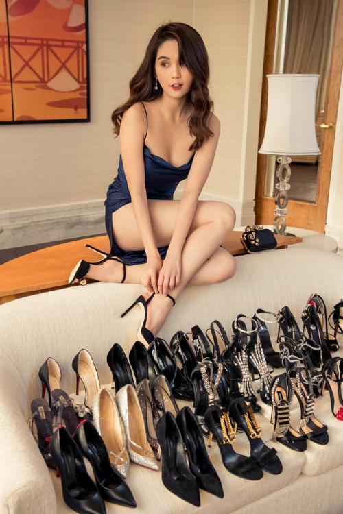 Khi được hỏi về sở thích sắm sanh hàng hiệu, Ngọc Trinh từng thật thà thừa nhận cô mua sắm hàng hiệu không phải vì cần, mà chỉ đơn giản là bản thân muốn mua.