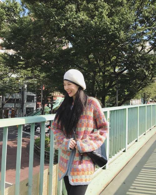 Hyun Ah nở nụ cười hạnh phúc trong buổi hẹn hò.