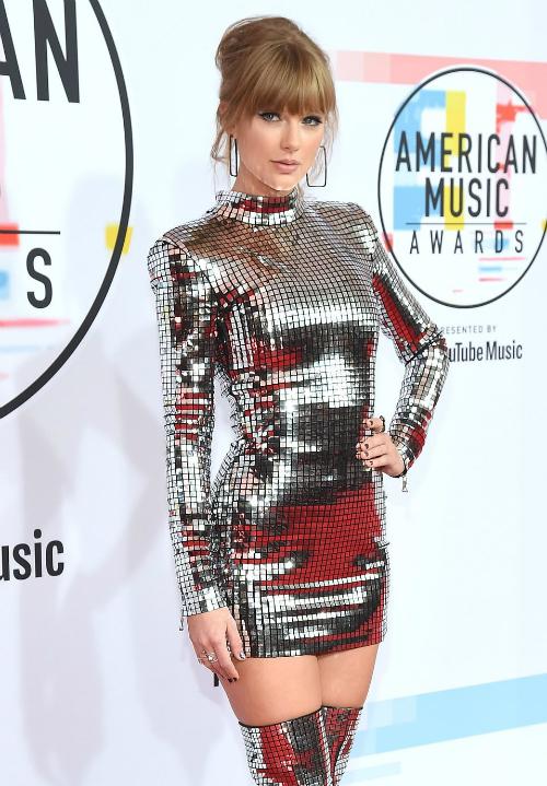 Taylor Swift chính là ngôi sao sáng nhất AMAs năm nay.