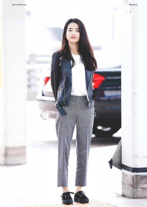 Nhờ phong cách trẻ trung, Kim Tae Ri thường được khen là trẻ hơntuổi thật.