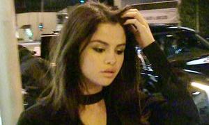 Trong tuần trăng mật của Justin - Hailey, Selena nhập viện 2 lần vì suy sụp