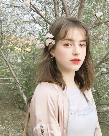 Trên diễn đàn của Hội trai xinh gái đẹp, hình ảnh một cô gái da trắng tóc vàng nhận về nhiều lượt yêu thích. Đó là  Anna Primark (17 tuổi), hiện đang sinh sống tại thành phố Vladivostok, Nga.