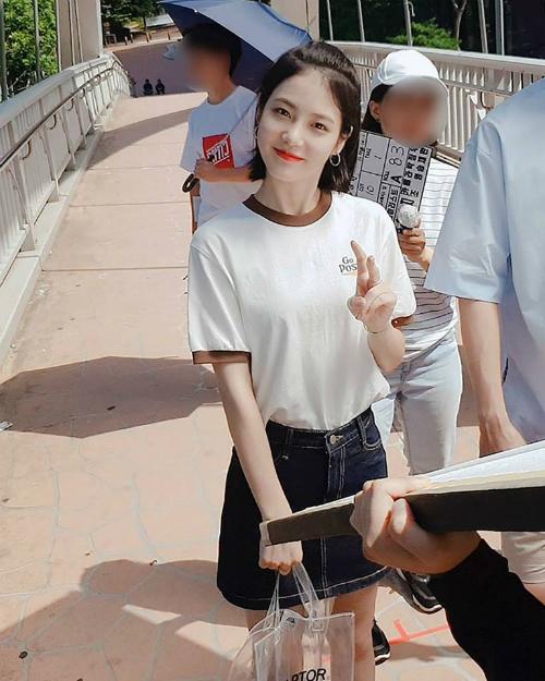 Shin Ye Eun được khen ngợi bởi nhan sắc đẹp thơ ngây, trong sáng, hợp với các bộ phim tình cảm lãng mạn hài xứ Hàn. Hiện Ye Eun là tên tuổi quảng cáo được yêu thích, được dự đoán sẽ là nhân tố mới trong làng truyền hình Hàn Quốc.