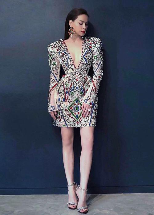 Lý Quí Khánh nặn hết chất xám để thiết kế váy cho Hà Hồ tại Asias Next Top Model - 1
