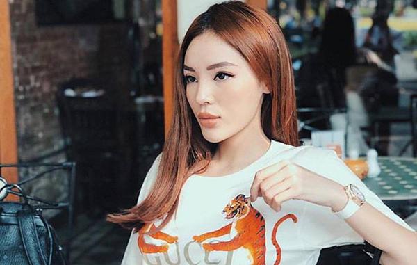 Dù mang đến vẻ ngoài cá tính nhưng son tông đỏ, nude lại khiến Kỳ Duyên trông có phần già dặn so với tuổi 22, gương mặt cô nàng nhiều lúc cũng thiếu đi nét mềm mại.