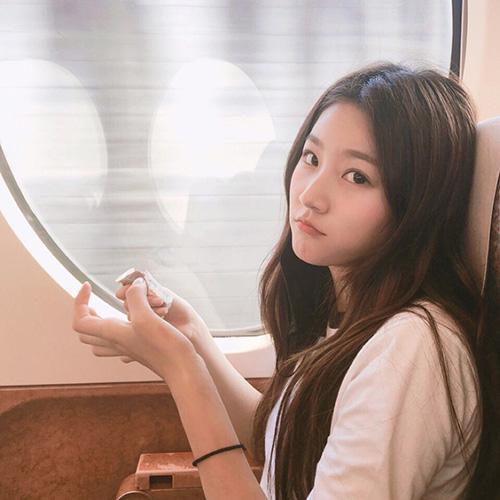 Kim Sae Ron là diễn viên nhí có thành tích đáng nể của làng điện ảnh. Cô nàng từng đóng phim với Won Bin và 2 lần bước trên thảm đỏ Liên hoan phim Cannes. Xét về tài năng thì Kim Sae Ron vượt trội trong lứa diễn viên nhí, có khả năng biến hoa trong nhiều dạng vai diễn.