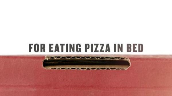 Chiếc hộp với chú thích: Để ăn pizza trên giường