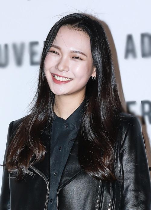 Chân dài9x Han Sel. Cô nàng hiện đang đầu quân cho công ty người mẫu YG K Plus.