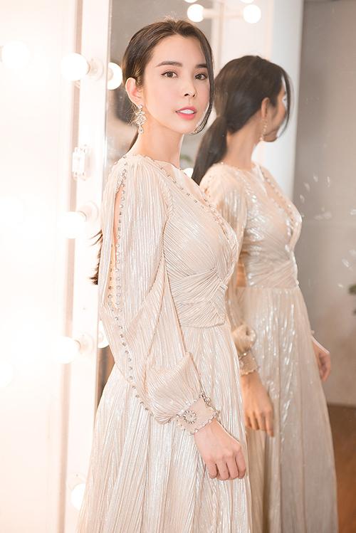 Người đẹp dùng váy HHen Niê, Hoàng Thùy từng mặc để đi thi quốc tế - 6