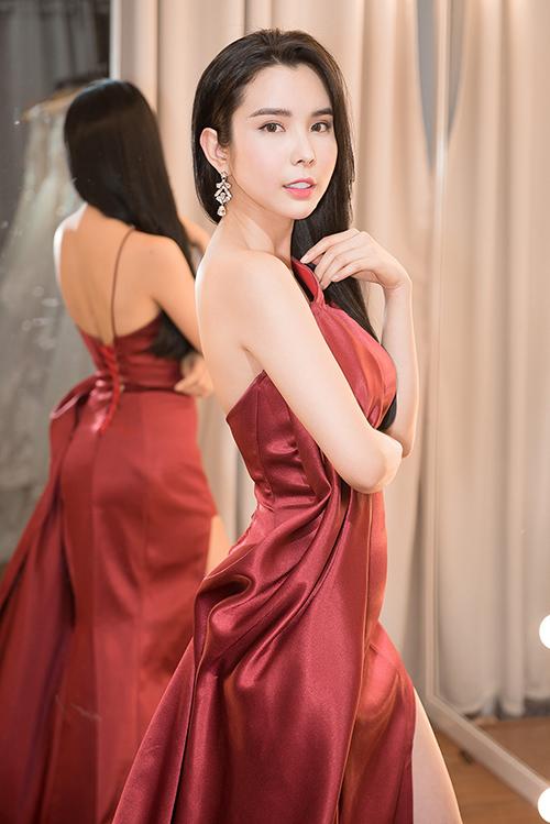 Người đẹp dùng váy HHen Niê, Hoàng Thùy từng mặc để đi thi quốc tế - 4