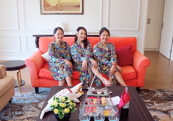 Bảo Thanh đưa cả mẹ chồng và mẹ ruột đi resort nghỉ dưỡng.