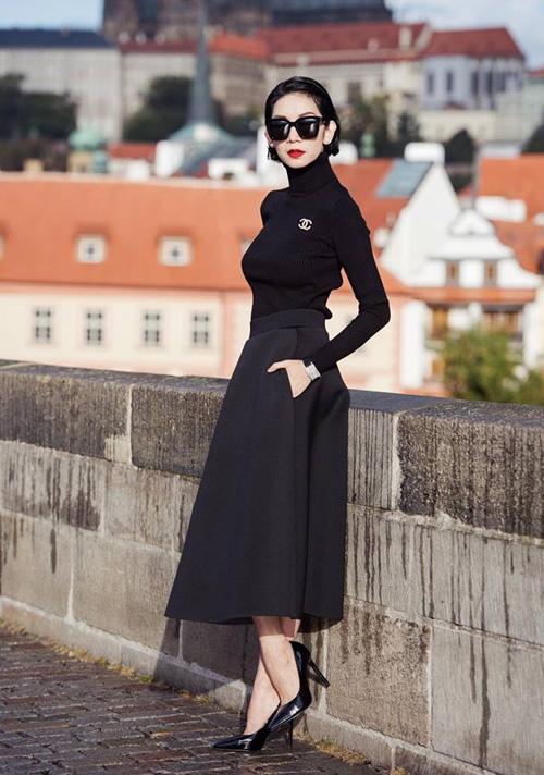 Xuân Lan lên đồ dạo phố mà chẳng khác gì dự fashion show ở trời Âu.